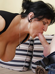 Big breasted mature tart doing 2 folks..
