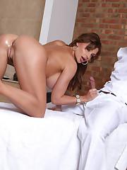 Dirty masseur analizing sexy Aletta Ocean