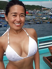 Handsome mom with elegant large breasts..