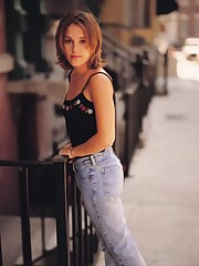 37 Super hot Images Of Amy Jo Johnson -..