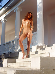 Tall Crimean bauty posing nude in..