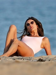 Alessandra Ambrosio Sexy (Photos Video)..
