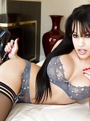 Latina pornstar Abella Anderson banging..