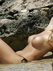 Скачать обои wet, bikini,..