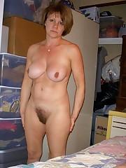 Amateur MILF Mature posing naked