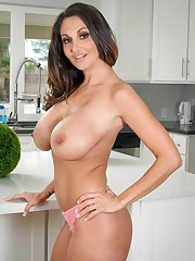 AmericanDaydreams  gallery with busty..