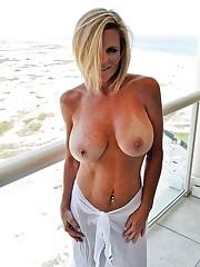 Nude mature exhibs, aroused mature..