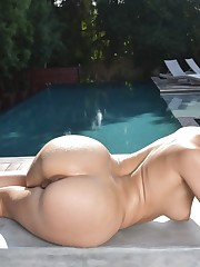 Anikka Albrite at the pool showing her..