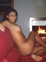 a dame posing bare