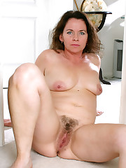 Unshaved fuckbox Cougar from Auntjudys