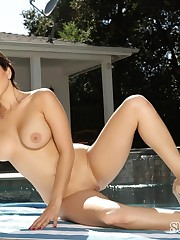 Dark-haired hottie from india lubes up..