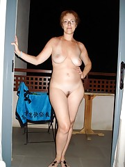 Sexy bare mummy posing with short hair