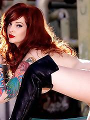 Redhead mummy Vanessa Lake posing bare..
