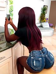 Dark-hued lady sheds shorts and hot..