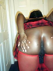 Sexy bodied ebony milf posing nude at..