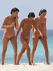 Sexy nude beach girls