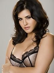 Irresistible Indian stunner showcasing..
