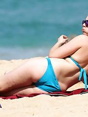 Scarlett johansson in panty bikini -..