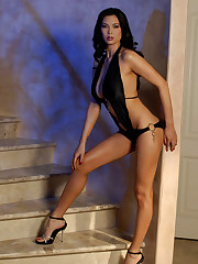 Glamour Asian Mummy Tera serves her..