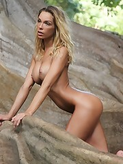 Aussie top model Amber in