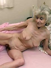 Amateur matures and grannies displaying..