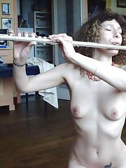Music Naked 001 100 beelden van..