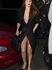 Selena Gomez Cream Colored Thong Femmes..