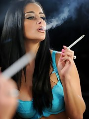 Smoking femmes are sexier! Beauty and..