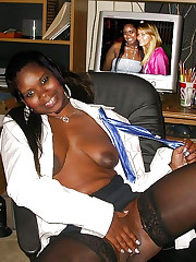 Ample ebony chick open her mouth for..