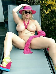 Ash-blonde mature model with ample..