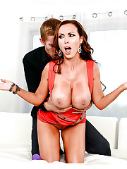 Huge-boobed MILF Nikki masturbating in..