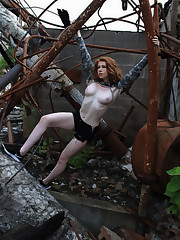 Nude Abigale Mandler showcases off her..