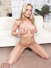 Platinum-blonde Cougar Sindy Lange..