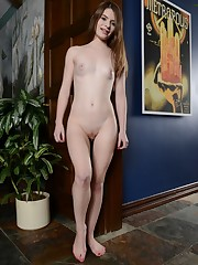 Alice March Suck her Toes