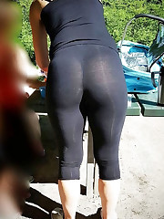 Candid sexy femmes in yoga pants3..