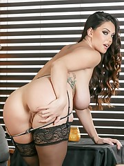 Alison Tyler in super-sexy black..
