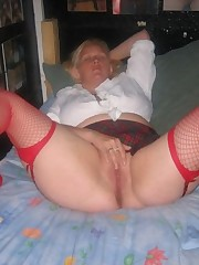 Mature blond loves to demonstrate her..