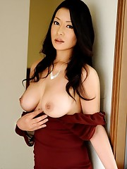 asian mature pee&人 妻 斬 り 熟..